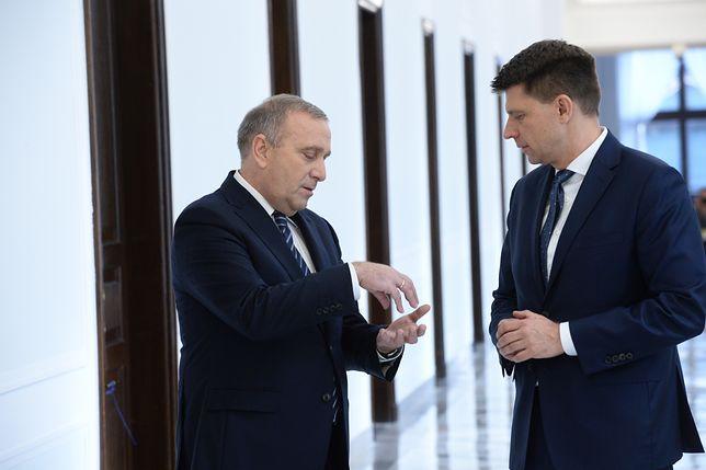 Lider PO Grzegorz Schetyna rozmawia z Ryszardem Petru