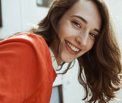 Mycie włosów odżywką. Czy wiesz, jak zrobić to poprawnie? Przekonaj się do zaskakujących efektów