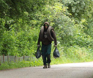"""#EkoWyzwanie. Codziennie sprząta lasy. """"Gdybym chciał, mógłbym ze śmieci zbudować auto"""""""