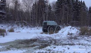 #dziejesiewmoto: wyprzedzanie na zaśnieżonej drodze zakończone w rowie