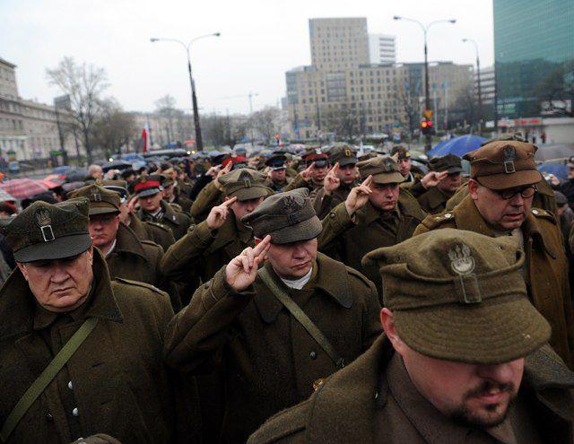 Marsz Cieni przeszedł ulicami Warszawy - zdjęcia