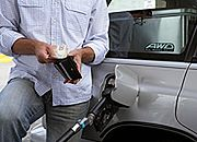 Analitycy spodziewają się nieznacznych obniżek cen paliw na stacjach