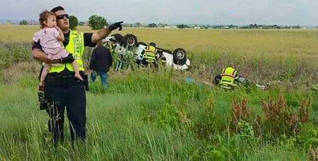Ojciec dziewczynki zginął w wypadku. Reakcja policjanta poruszyła internautów
