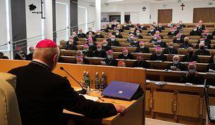 Biskupi zadecydowali, że wierni wrócą do świątyń. (KEP)