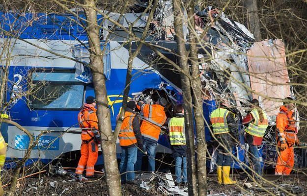 Czołowe zderzenie dwóch pociągów na jednotorowym odcinku między Holzkirchen i Rosenheim