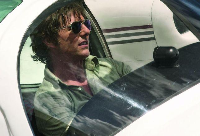 """""""Barry Seal: Król przemytu"""": Tom Cruise znowu wysoko [RECENZJA]"""