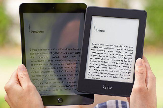 Jeden obraz zamiast 1000 słów: różnica między ekranem tabletu i czytnika w słoneczny dzień