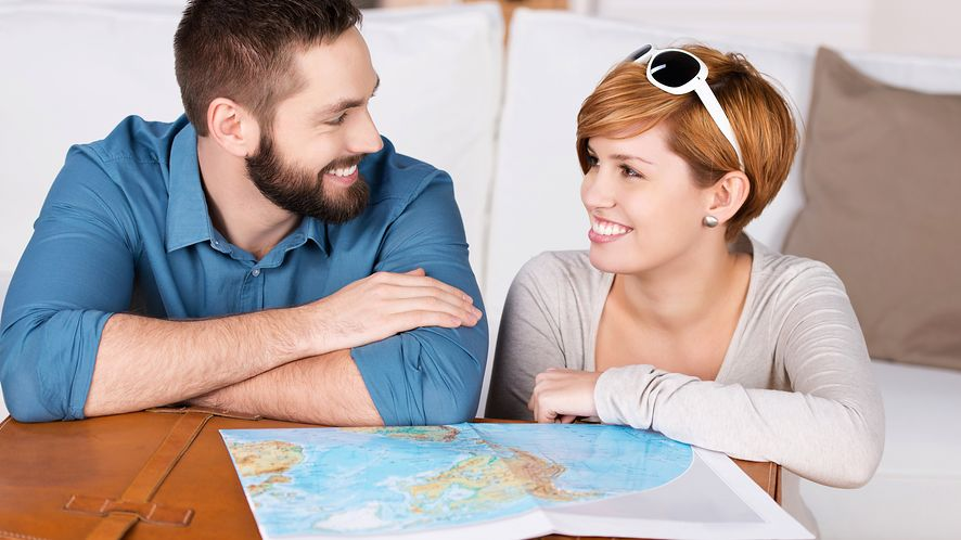 Cel w nawigacji można ustalić na komputerze i później wysłać go na smartfona, depositphotos