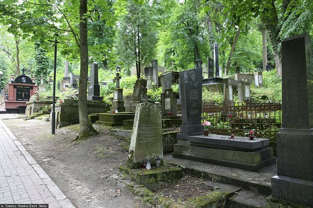 Ukraina. Zginął porządkując groby