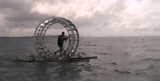 Człowiek-Chomik chce przejść (!) przez Morze Irlandzkie