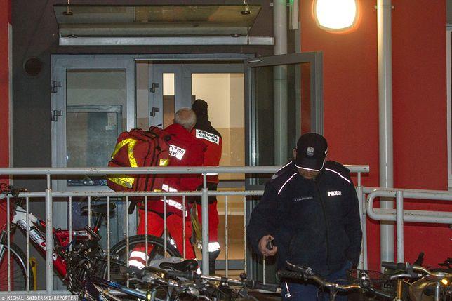 Ciało 16-latka znaleziono rano na klatce schodowej