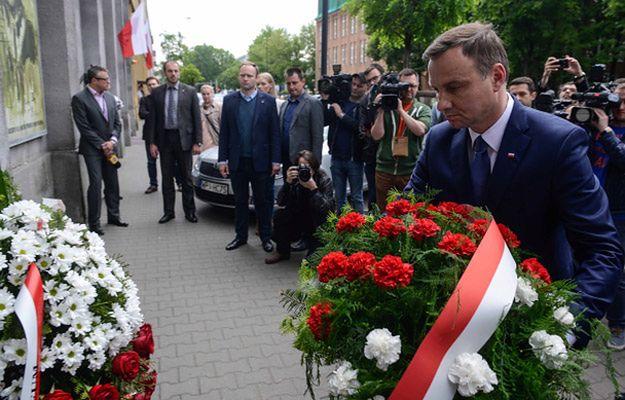 Andrzeja Duda złożył w Warszawie kwiaty pod tablicą upamiętniającą pomordowanych w okresie PRL