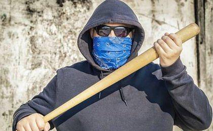 """Prokuratura zbada sprawę """"patriotycznych"""" kijów bejsbolowych"""