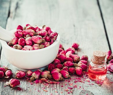 Esencja z róży – dlaczego tak dobrze wpływa na skórę?