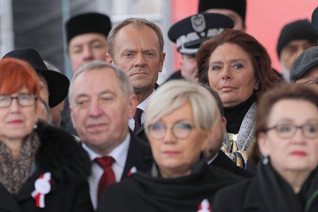 Donald Tusk oddelegowany do dalszych rzędów podczas obchodów Święta Niepodległości