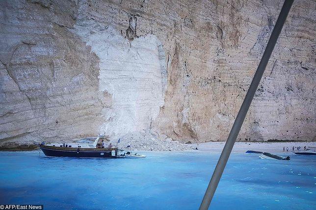 Fragment klifu oberwał się na pełną turystów grecką plażę