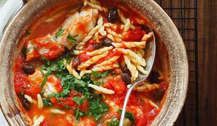 Dorsz w sosie pomidorowym z oliwkami