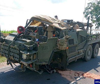 Osobówka wjechała w amerykański pojazd wojskowy