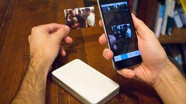Dzięki wydrukowanym zdjęciom możesz oglądać filmy na smartfonie