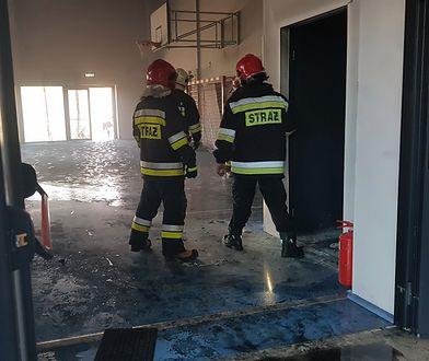 Napachanie. Pożar w szkole podstawowej. W akcji dziewięć zastępów straży