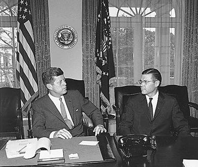 Prezydent John F. Kennedy i sekretarz obrony Robert McNamara