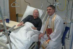 """Lech Wałęsa opuszcza szpital z nogą w gipsie. """"Jeszcze nie wybieram się na tamten świat"""""""
