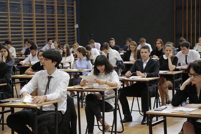 Egzamin gimnazjalny 2019 a strajk nauczycieli. Co z jutrzejszymi egzaminami? Czy uda się je przeprowadzić?