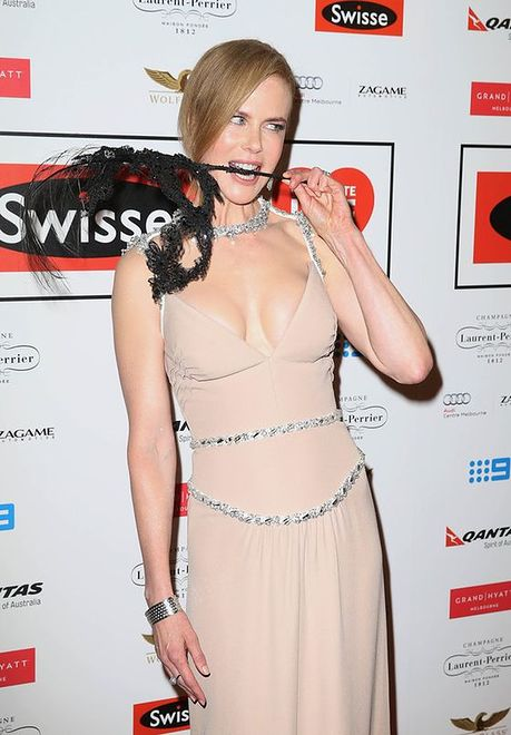 Nicole Kidman świeci dekoltem