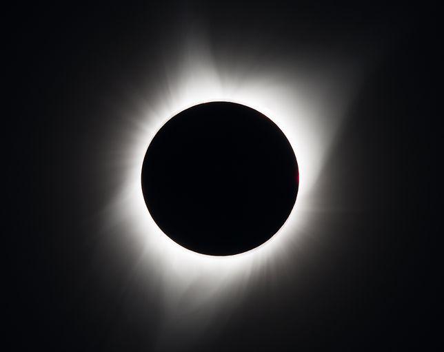 Zaćmienie Słońca. Podpowiadamy, jak bezpiecznie je oglądać