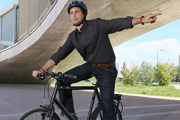 Intelligent Blinker: Kierunkowskaz w bransoletce dla rowerzystów