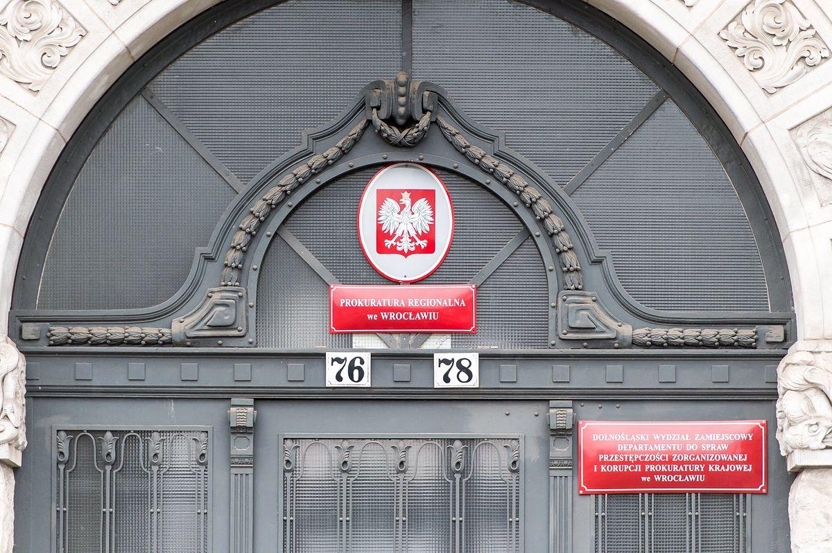 Skandal w Prokuraturze Regionalnej we Wrocławiu. Chciał zwrócić podejrzanemu 103 kg złota