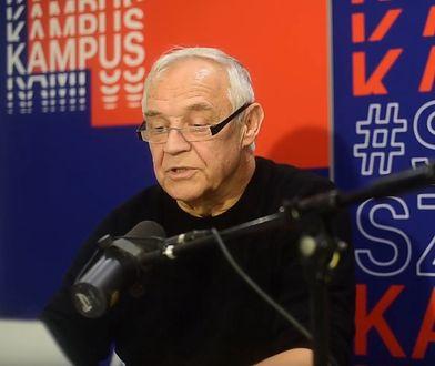 """Marek Kondrat czyta """"Chcemy być wyżej"""" Sokoła (fot. Radio Kampus)"""