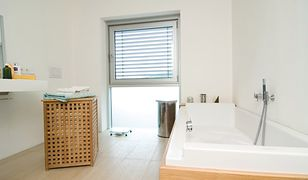 Jakie okno do łazienki? Wspomaganie wentylacji w łazience