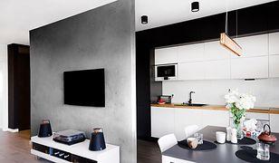 Nieoczywista dekoracja ściany stanie się wabikiem dla oka, skupiając uwagę na danym obiekcie