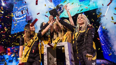 Kobiety też grają zawodowo w Counter-Strike. Żeńskie drużyny zawalczą na IEM 2019