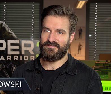 """Piotr Stramowski w roli głównego bohatera w polskiej wersji gry """"Sniper Ghost Warrior 3"""""""