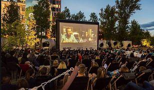 Warszawa. Kino plenerowe 2020. Gdzie obejrzymy film pod chmurką?