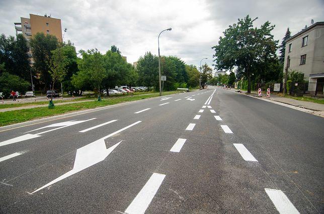 Warszawa. Drogowcy remontują ul. Potocką. Jest już nowa nawierzchnia