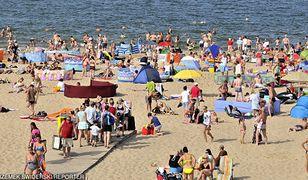 Na plaży na gdańskich Stogach mężczyzna na skuterze wodnym potrącił 13-latkę
