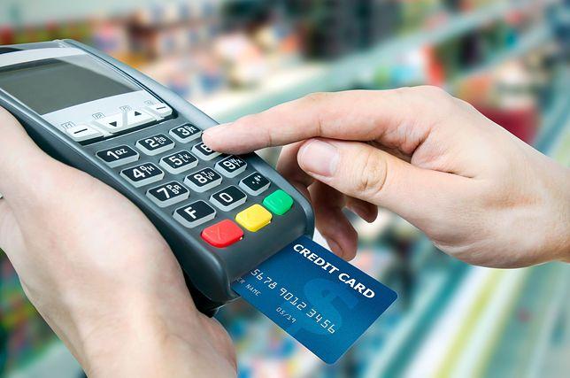Będą problemy z kartami i bankomatami. Prace techniczne zapowiada aż siedem banków