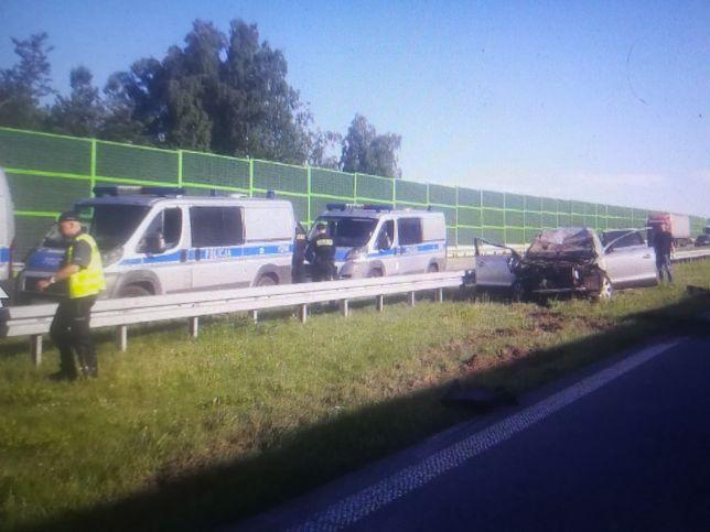 Wypadek na autostradzie A1. Jedna osoba nie żyje, sprawca zbiegł