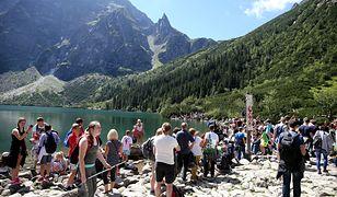 Ruch jest bardzo duży na najpopularniejszym tatrzańskim szlaku, czyli na trasie do Morskiego Oka