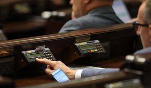 Nowe świadczenie. Sejm zgodny jak nigdy, uchwalił dodatek 200 zł za każdy miesiąc