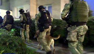 Funkcjonariusze CBŚP weszli do mieszkań członków tzw. grupy ożarowskiej w poniedziałek o 6 rano