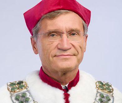 Szczepienia poza kolejnością. Rektor WUM wydał oświadczenie