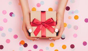 Pomysły na eleganckie i tanie prezenty dla znajomych. Zapłacisz za nie mniej niż 30 zł