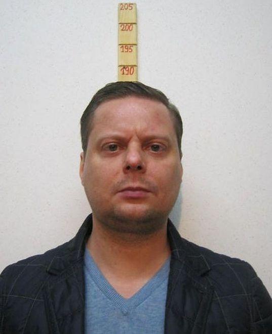 """Piotr R. uciekł policjantom ze szpitala. Zatrzymali go """"łowcy cieni"""": """"miał przy sobie broń"""""""