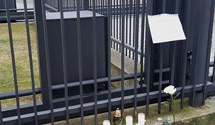 """Zamach w Berlinie. Pustki przed ambasadą Niemiec w Warszawie. """"Kwiatów i zniczy skromnie"""""""