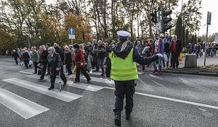 """Wszystkich Świętych. Policyjna akcja """"Znicz 2019"""" potrwa od 31 października do 3 listopada br."""
