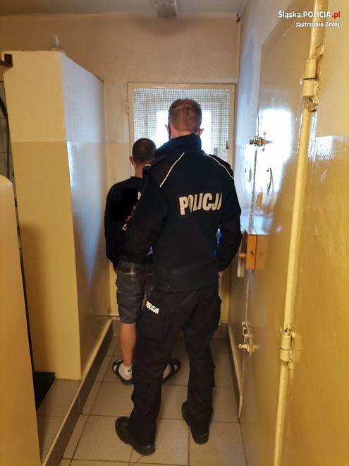 Jastrzębie Zdrój. Policjanci po pościgu zatrzymali dwóch poszukiwanych.